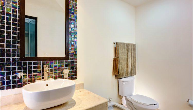 la-vista-master-bathroom